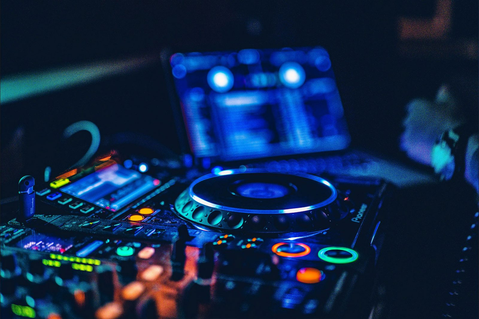 How to choose a professional DJ.